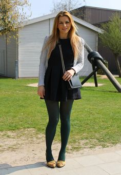 Geek Chic Outfits, Hot Outfits, Skirt Outfits, Colored Tights Outfit, Green Tights, Coloured Tights, Black Tights, Dress With Stockings, Skirt And Sneakers