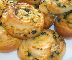Wild Garlic, Bread Boxes, Bread And Pastries, Bread Baking, Tapas, Muffin, Pizza, Food And Drink, Cooking Recipes
