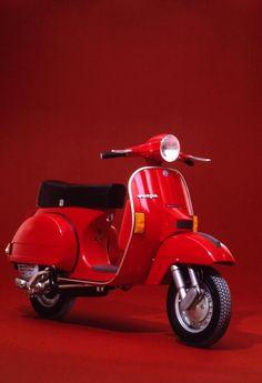 Vespa Px 150, Red Vespa, Piaggio Vespa, Vespa Lambretta, Vespa Scooters, Foto Vespa, Scooter Images, Scooter Garage, Classic Vespa