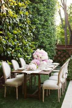 Gorgeous garden table.