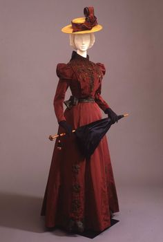 Day dress ca. 1900. From the Galleria del Costume di Palazzo Pitti via Europeana Fashion.