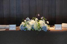 六本木バルコニーレストラン&バー様へ、 挙式会場の祭壇装花です。   グリーンを多めに。  花嫁さん花婿さんは、 披露宴会場は提携先のお...