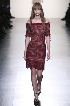 Tadashi Shoji F/W 2017 RTW: Fun dress in a subdued color, great cut, made for fun day jaunts and the occasional date