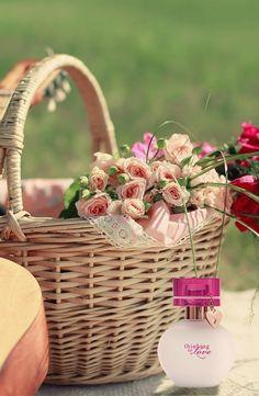 Sabe aquela mulher por quem você tem um carinho especial? Sesja sua mãe, sua melhor amiga ou sua namorada, que tal expressar esse sentimento presenteando com a fragrância  Thinking of Love™ ?