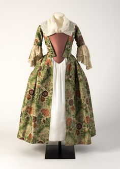 Robe à l'anglaise, 1730′s From the Fashion Museum, Bath