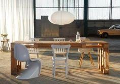 Simpele houten tafel gemaakt van pallets.