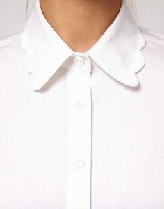 Imagen 3 de Camisa blanca con cuello ondulado de ASOS