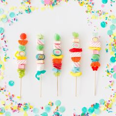 7 Tips to Make Perfect Candy Kabobs! 7 Tips to Make Perfect Candy Kabobs! Candy Party, Party Treats, Party Favors, Party Snacks, Favours, Logo Dulce, Candy Kabobs, Festa Party, Candy Buffet