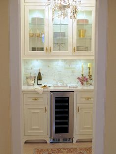 10 Gorgeous Elements to Add French Style to the Butler's Pantry-I recently converted a storage closet into my dream butler's pantry. Here are my 10 elements for a FRENCH STYLED BUTLER'S PANTRY Kitchen Pantry, Kitchen Decor, Kitchen Ideas, Home Renovation, Home Remodeling, Cottage Renovation, Bedroom Remodeling, Petits Bars, Closet Remodel