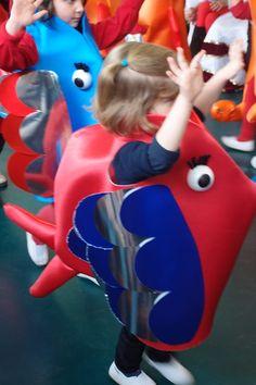 Carnavales temáticos: El fondo del mar. Disfraces realizados por los alumnos  como actividad integrada en el curriculum escolar. Colegio Nuestra señora Santa María. Madrid, España.