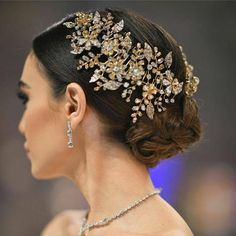 This swirly intricately woven & braided bun adorned with a sparkly floral hairpiece to perfectly fit the romantic theme Courtesy of : Bridal Veils And Headpieces, Bridal Headdress, Headpiece Wedding, Bridal Hair Inspiration, Wedding Hair Pieces, Hair Wedding, Dress Wedding, Wedding Hair Accessories, Bride Hairstyles