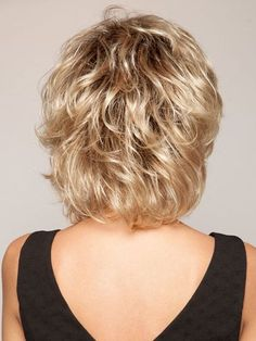 Shorter crown layers add lift and volume Short Shag Hairstyles, Short Layered Haircuts, Easy Hairstyles, Short Hair With Layers, Short Hair Cuts, Medium Hair Styles, Curly Hair Styles, My Hairstyle, Fine Hair