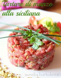 Profumi in cucina: Tartare di manzo, con i profumi di Sicilia. Carpaccio, Sashimi, Antipasto, Light Recipes, Finger Foods, Seafood, Food And Drink, Appetizers, Cooking Recipes