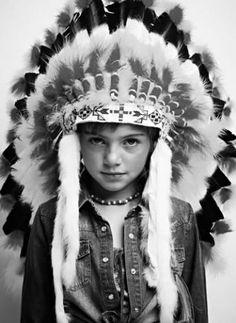 Native American | bbmundo / julio, 2012 / Foto: Greg Allen / Producción y coordinación de moda: Victoria Papuchi / Maquillaje y peinado: Karina Preciado