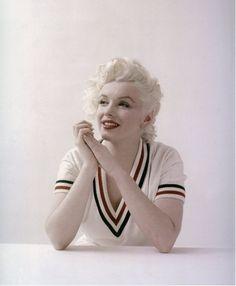 Marilyn Monroe in tennis sweater, photo by Milton Greene, Weston Conn. Milton Greene, Viejo Hollywood, Old Hollywood, Hollywood Photo, Fotos Marilyn Monroe, Howard Hughes, Photo Vintage, Actrices Hollywood, Norma Jeane