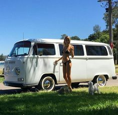 Kombi Woman Skirts under woman's skirt Volkswagen Transporter, Vw Bus T2, Volkswagen Minibus, Bus Camper, Vw T1, Campers, Kombi Hippie, Combi Ww, Hot Vw