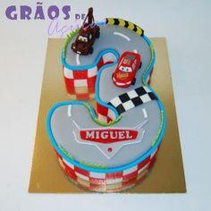Faísca McQueen Número | Esculpido | bolo aniversario menino | Grãos de Açúcar - Bolos decorados - Cake Design