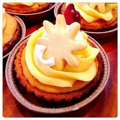 リンゴ入りのアーモンドクリームのタルトに、サツマイモのクリームをのせました。 - 54件のもぐもぐ - サツマイモモンブランとリンゴのタルト by hinauta