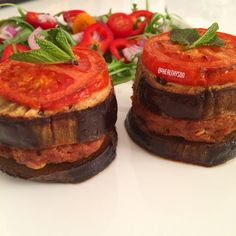 Ovenbaked Burgers, between eggplant slices and a tomato on top! And a salad.