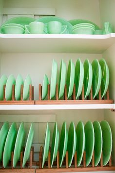 I like how the plates are stored instead of just on top of each other like normal #Jadeite