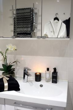 Monochrome bathroom decor, Missoni Home towels Rock Shower, Shower Floor, Vintage Bathrooms, Rustic Bathrooms, Spa Master Bathroom, Modern Mountain Home, Lets Stay Home, Timber Frame Homes, Contemporary Bathrooms