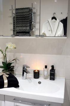 Homevialaura | monochrome bathroom decor | sauna | home spa | Missoni Home towels | Balmuir