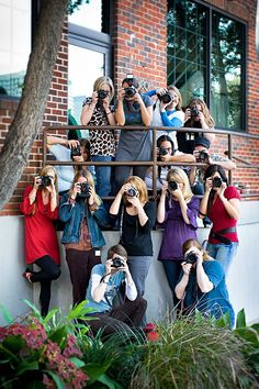 10 Tips for Photographing Large Groups. I love this for a yearbook staff pic!