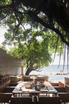 Enjoying a peaceful beachfront location on the white and sandy Chaweng Beach, SALA Samui Chaweng Beach Resort consists of of two buildings. Thailand Beach Resorts, Koh Samui Thailand, Minimalist Landscape, Minimalist Garden, Minimalist Font, Fresco, Cafe Exterior, Outdoor Cafe, Outdoor Dining
