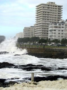 High waves on Sea Point front