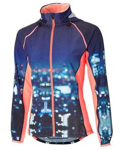 #LevoLoves... @sweatybettyuk's bold printed run jacket in shower-resistant fabric