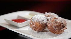 Cette recette de beignets bombolini avec coulis de framboises et crème anglaise est tirée de l'émission Ça va chauffer! Australie.