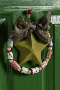FROM Cathie Filian: Here's a little craft project that stitchers will love - a wreath made with thread spools! Wreath Crafts, Christmas Projects, Holiday Crafts, Diy Crafts, Thanksgiving Holiday, Noel Christmas, Christmas Wreaths, Christmas Decorations, Christmas Ornaments