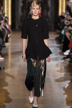 http://www.vogue.com/fashion-shows/fall-2016-ready-to-wear/stella-mccartney/slideshow/collection