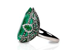 Make a statement : a pear shaped emerald just over 10 carat...