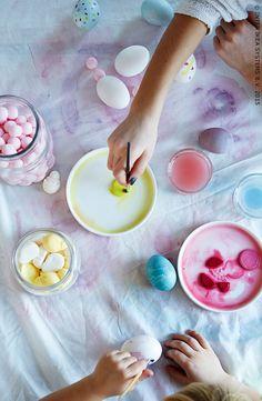 Een leuke activiteit: eieren beschilderen.