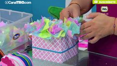 Trending Mother's Day Gifts Guide Candy Gift Baskets, Mother's Day Gift Baskets, Candy Gifts, Birthday Candy, Diy Birthday, Candy Bouquet Diy, Candy Boquets, Chocolate Flowers Bouquet, Balloon Box
