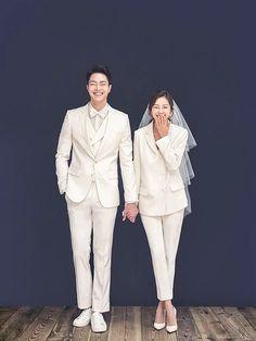 Pre Wedding Photoshoot, Wedding Poses, Wedding Shoot, Wedding Couples, Wedding Ideas, Decor Wedding, Wedding Hair, Wedding Decorations, Korean Wedding Photography