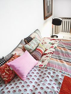 Quilt -- The home of designer Christina halskov -- Photo: Kristian S. Granny Chic Decor, Diy Daybed, Anna, Quilted Pillow, Quilt Cover, White Walls, Scandinavian Design, House Colors, Decoration