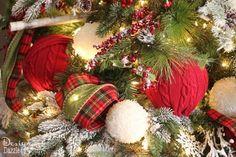 Christmas Decorating Tips & Hacks. Tree designed by Toni of Design Dazzle #christmastree #tagatree #dreamtree