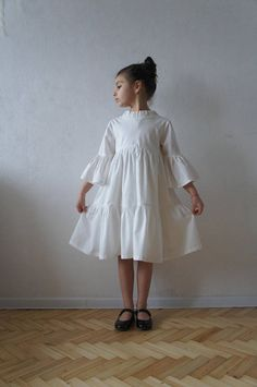 Flower girl dress with layers of ruffles. Made from natural cotton. This dress has an underskirt. Perfect for special occasions. Fabric: 100% cotton ( Italian Poplin ) SIZE GUIDE: Size 2-3 Height: 98 cm / 39 inch Chest: 57 cm / 22,5 inch Size 4 Height: 104 cm / 41 inch Chest: 58 cm /