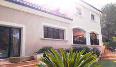 EIN SCHMUCKSTÜCK! Traumhaft schöne Familienvilla in Cala Vinyes zur Langzeitmiete für monatlich € 3.800.- mit Option zum Kauf für € 1.450.000.-
