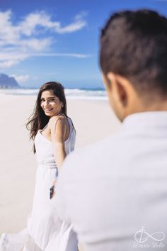 Wedding photos poses couple pictures the dress 52 new Ideas Pre Wedding Poses, Pre Wedding Shoot Ideas, Pre Wedding Photoshoot, Dress Wedding, Wedding Fotos, Foto Wedding, Beach Wedding Photography, Couple Photography Poses, Photography Ideas