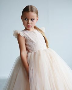 Maxi dress for girls, briadmeids dress, first communion dress, tutu dress, tulle dress Girls Maxi Dresses, Little Girl Dresses, Homecoming Dresses, Flower Girl Dresses, White Princess Dress, Princess Outfits, Minimalist Dress, Outfits Niños, Birthday Party Outfits