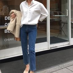 How to wear the white shirt - probably one of the most sophisticated, versatile and elegant pieces in your wardrobe for year round style. Cute Everyday Outfits, Pretty Outfits, Minimal Wardrobe, Casual Outfits, Fashion Outfits, Ootd, Korean Outfits, Minimal Fashion, Mode Style