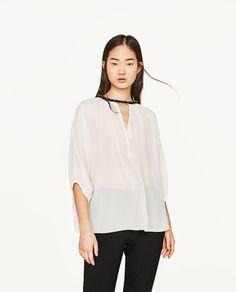 blog-de-mode-rosalys-soldes-été-zara-blouse-à-encolure-détais-tressés-dorés