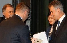 Pan Dyrektor Janusz Bis odebrał szczególne wyróżnienie dla szkoły, nagrodę za uzyskanie przez PSPzOI nr 7 w Stalowej Woli II miejsca w Powiatowych Igrzyskach Młodzieży Szkolnej w roku szkolnym 2013/2014r.