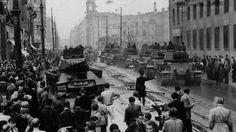 Sowjetische Panzer am 17. Juni 1953 in der Leipziger Straße in Ostberlin. 19530617 ddr gdr soviet tanks