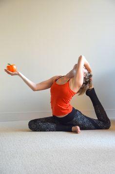 Одно лишь правильное питание не решит все проблемы со здоровьем. Важно также быть активными, много времени проводить на природе и уметь отдыхать!  Йога всегда вдохновляла меня на эксперименты, новые открытия и развитие и перемены!   Поза: Эка Пада Раджа Капотасана О том, как правильно отдыхать, читайте в статье  http://www.yogabodylanguage.com/best-rest/