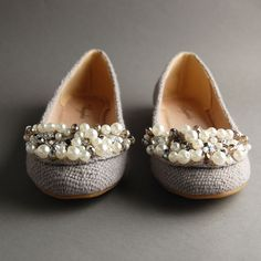 Blinged-out ballet flats. Shoe Closet, Shoe Shoe, Fashion Shoes, Kids Fashion, Classy And Fabulous, Womens Flats, Pumps, Fancy, Clothes For Women