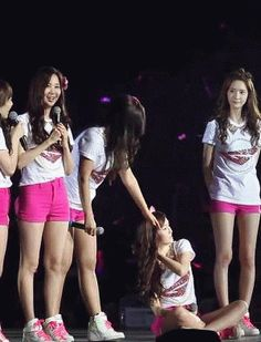 Might be a repost but I couldn't resist. Caring Yul and cutie Sica #Yulsic #Flirting